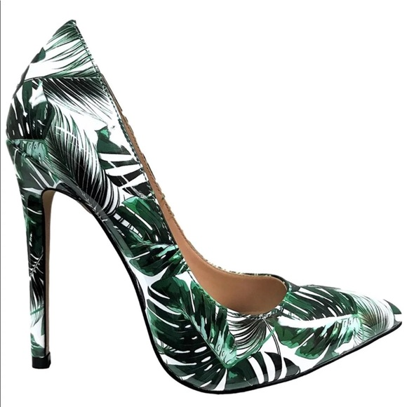 60dd1d510167 Tropical Pointed Toe Stiletto Floral Print Pump. M 5b8d26c27ee9e2e3c93efc68